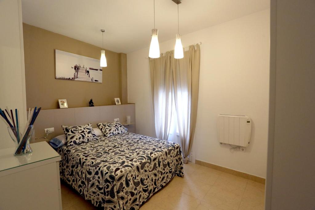 A bed or beds in a room at apartamento Duque de Arcos 2