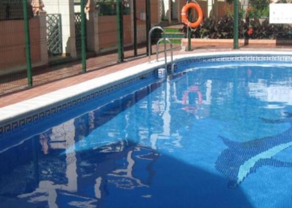 Casa nerja zona parador de turismo con chimenea y piscina comunitaria nerja updated 2018 prices - Casa con piscina ...