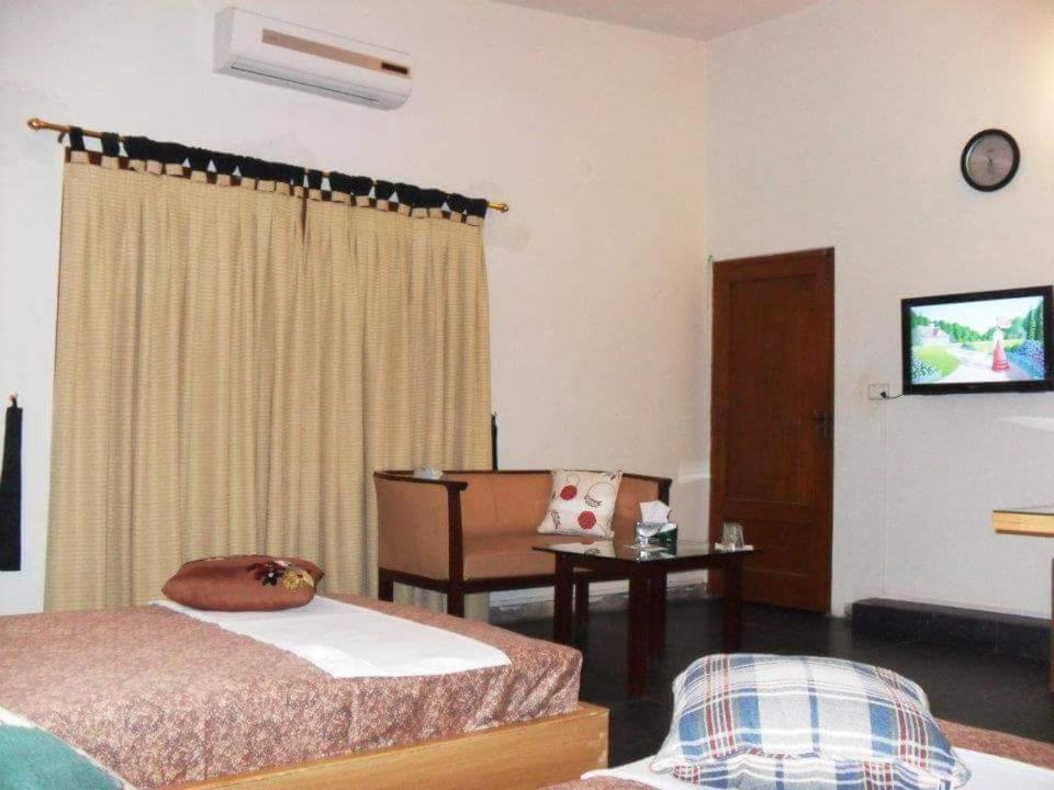 Safe guest house in karachi for dating