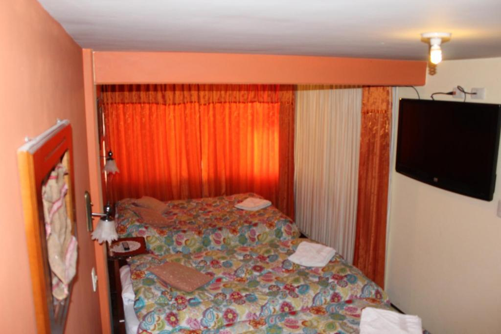 A bed or beds in a room at Suite Independencia Puno