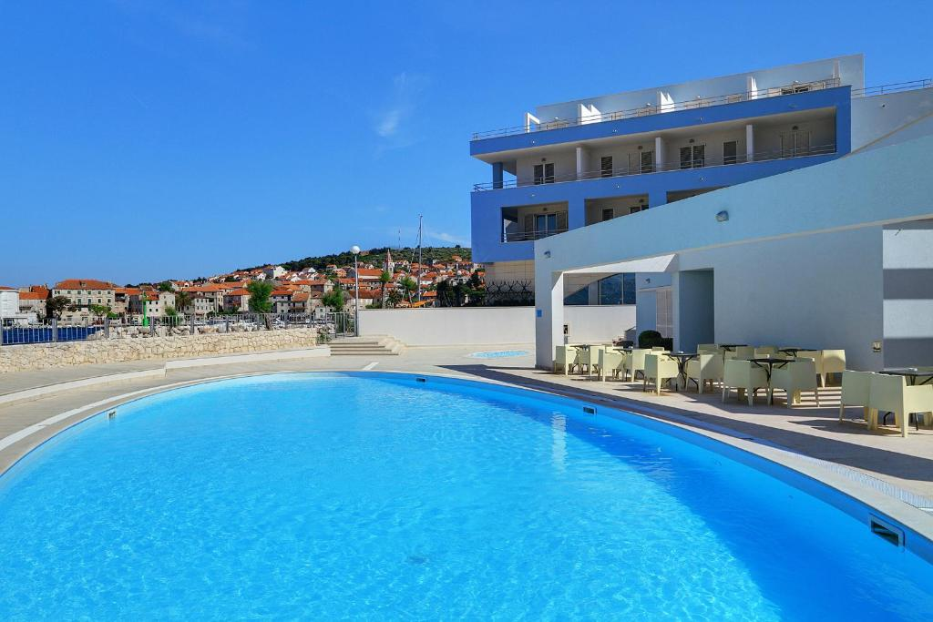 The swimming pool at or close to Hotel Pastura