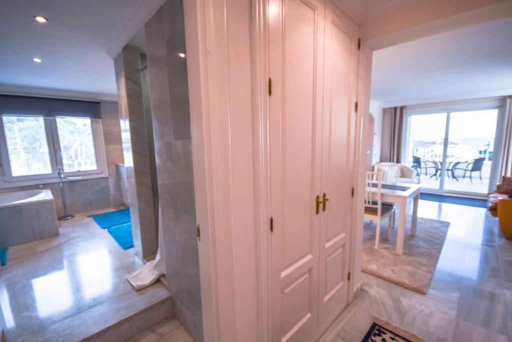 Modern Loft Villa Vista, Marbella, Spain - Booking.com