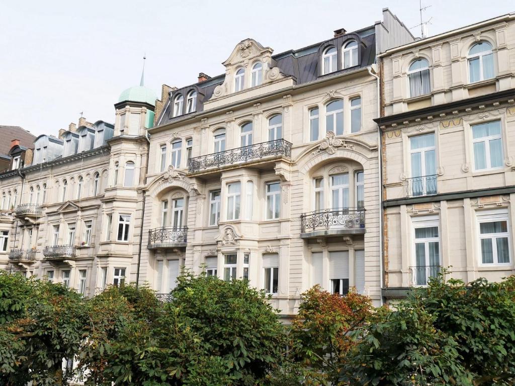 royal apartment im zentrum baden ba baden baden germany. Black Bedroom Furniture Sets. Home Design Ideas