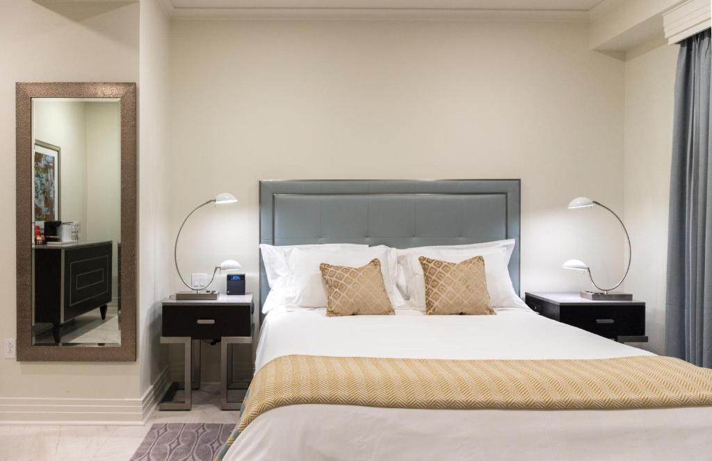 A bed or beds in a room at The Jung Hotel and Residences