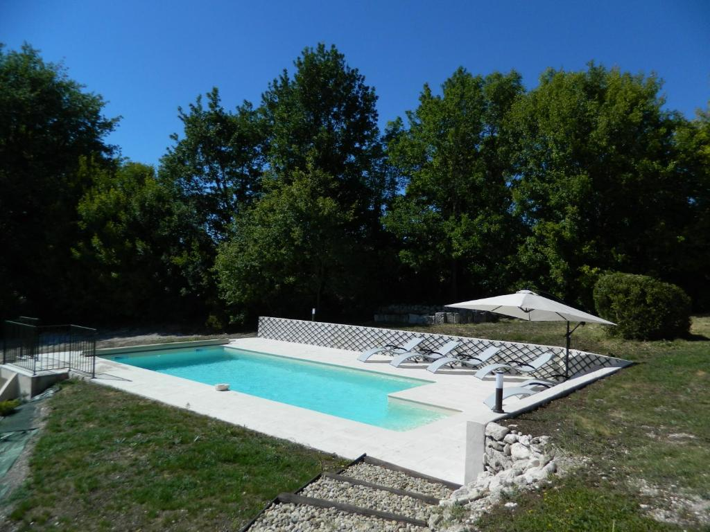 Affordable gallery image of this property with cash for Avis cash piscine