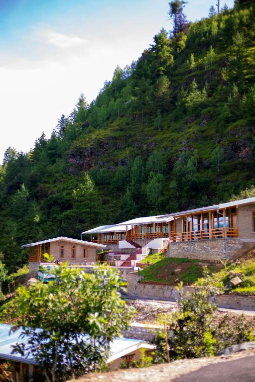 Zhingkham Cottages