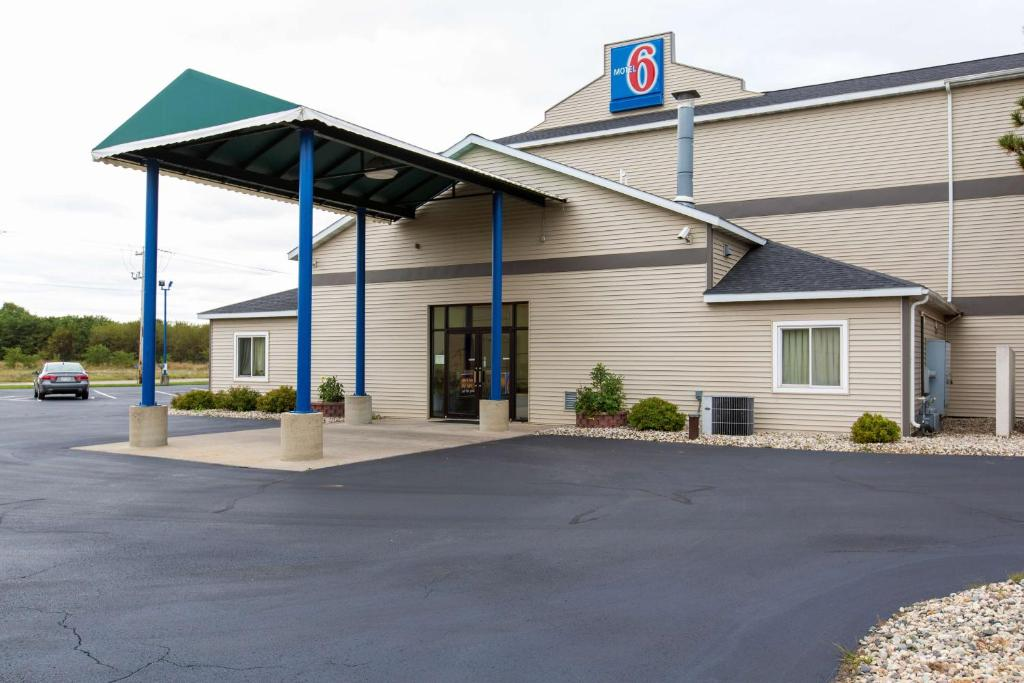 motel 6 lake delton baraboo wi. Black Bedroom Furniture Sets. Home Design Ideas
