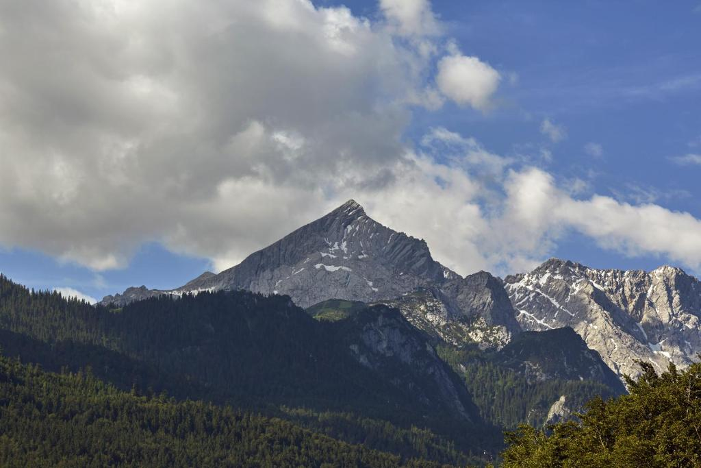H Hotel Alpina Garmisch GarmischPartenkirchen Germany Bookingcom - Hotel alpina garmisch