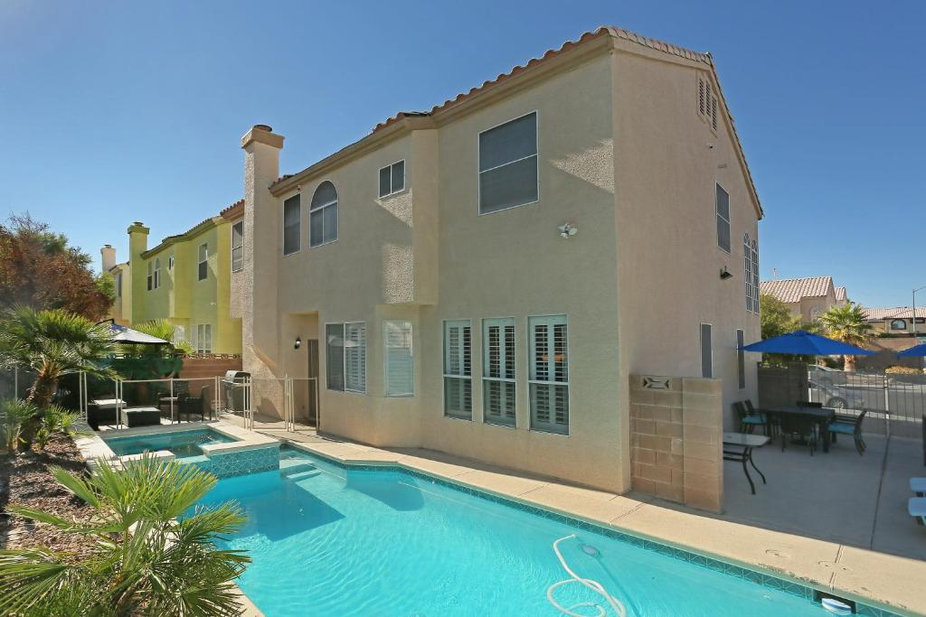 Vacation Home 5 Bedroom Home With Pool Spa Las Vegas Nv