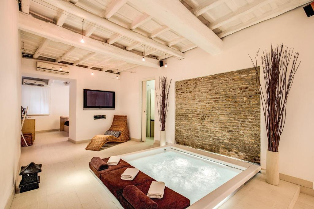 Vacation Home Jacuzzi Luxury Suite, Rome, Italy - Booking.com