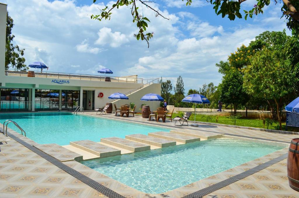 Swimming pool sa o malapit sa Grand Royal Swiss Hotel