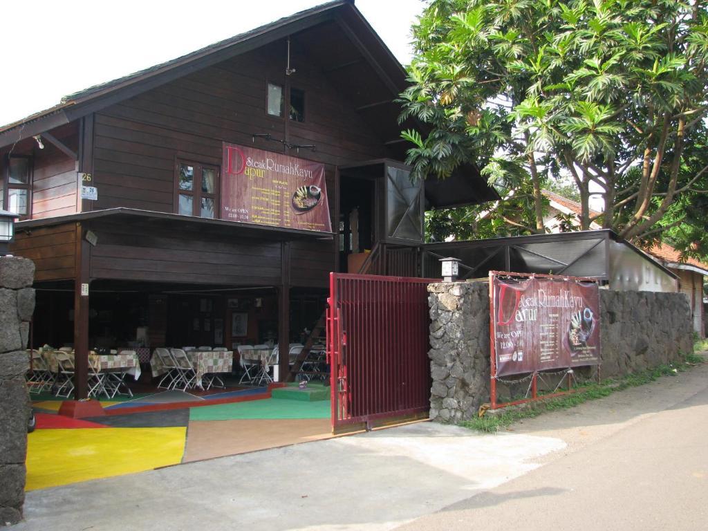 rumah panggung vila