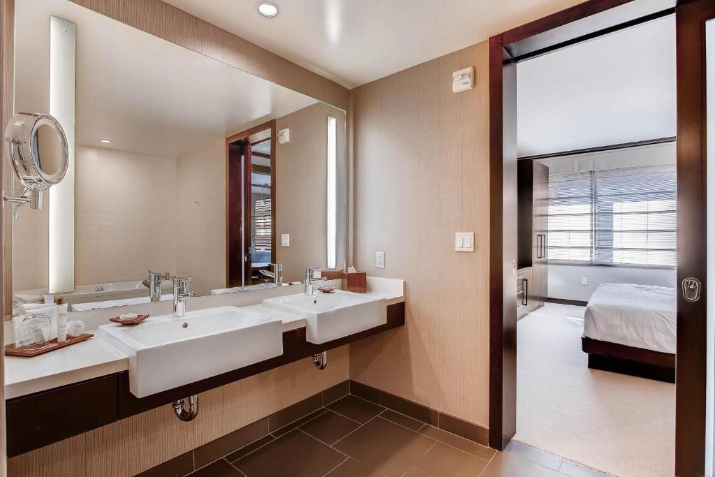 one bedroom condo. Gallery image of this property  20 photos Close One Bedroom Condo Vdara at City Center Las Vegas NV Booking com