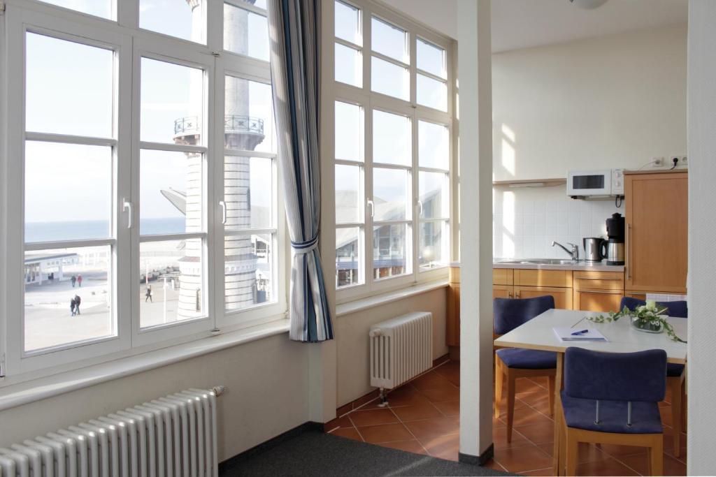 Apartmenthaus am leuchtturm deutschland warnem nde for Hotel am leuchtturm
