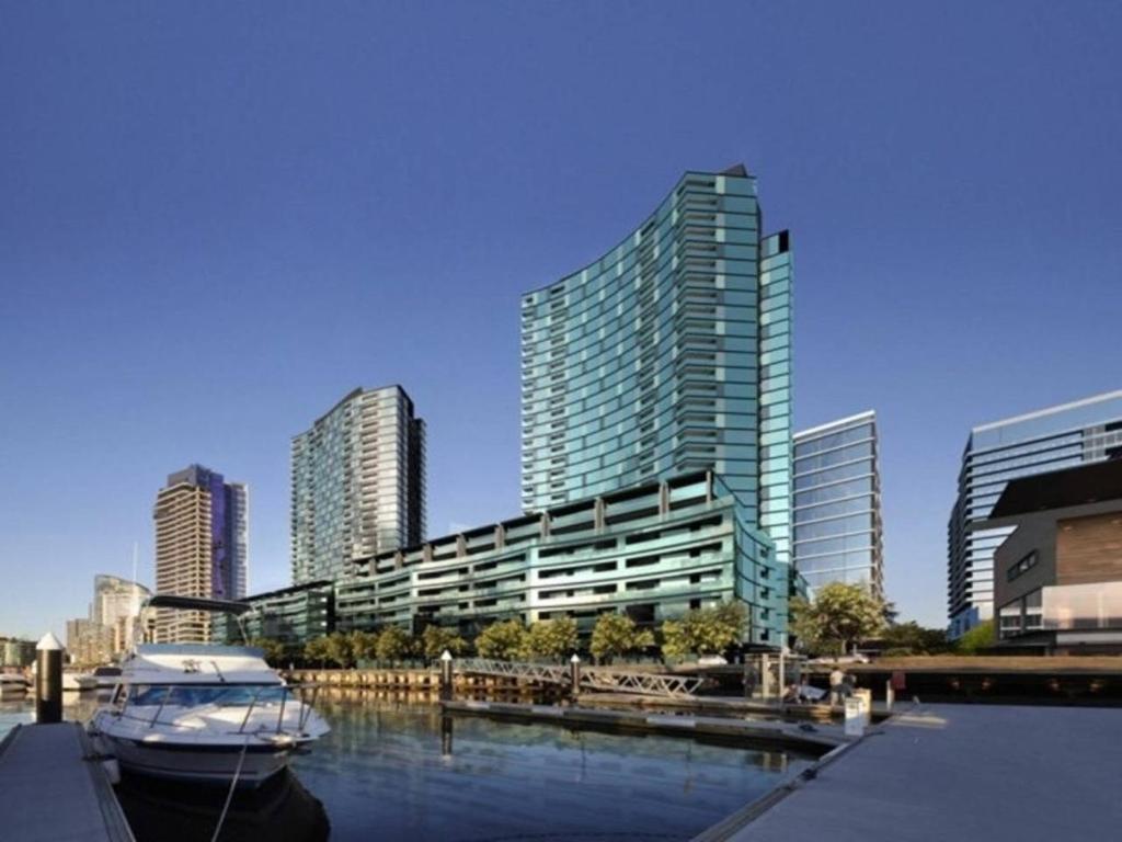 Apartment Docklands Convesso Seaview, Melbourne, Australia ...