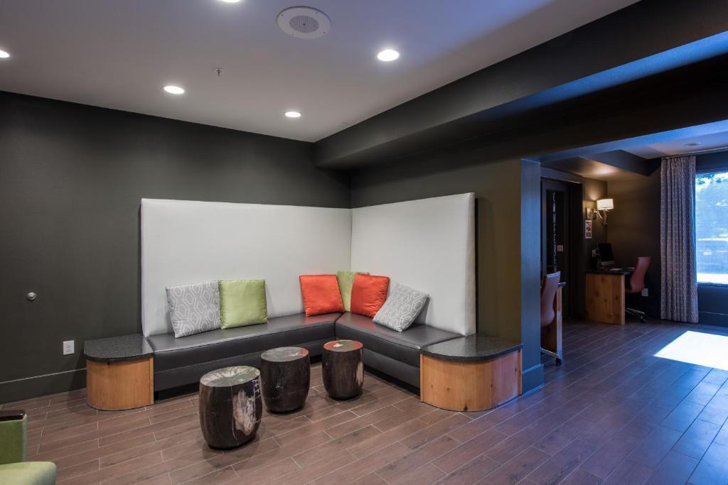 Apartment Oakwood At Amli At The Ballpark Frisco Tx Bookingcom