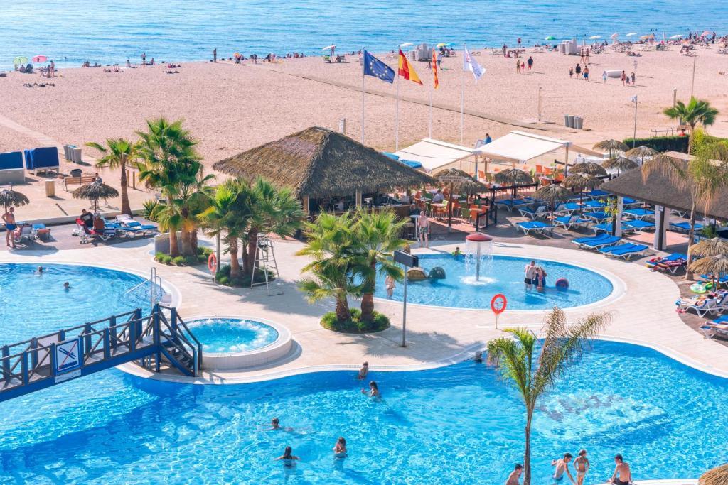 Великолепный отель 4*+ для спокойного отдыха с детьми в Санта Сусанне в Испании!