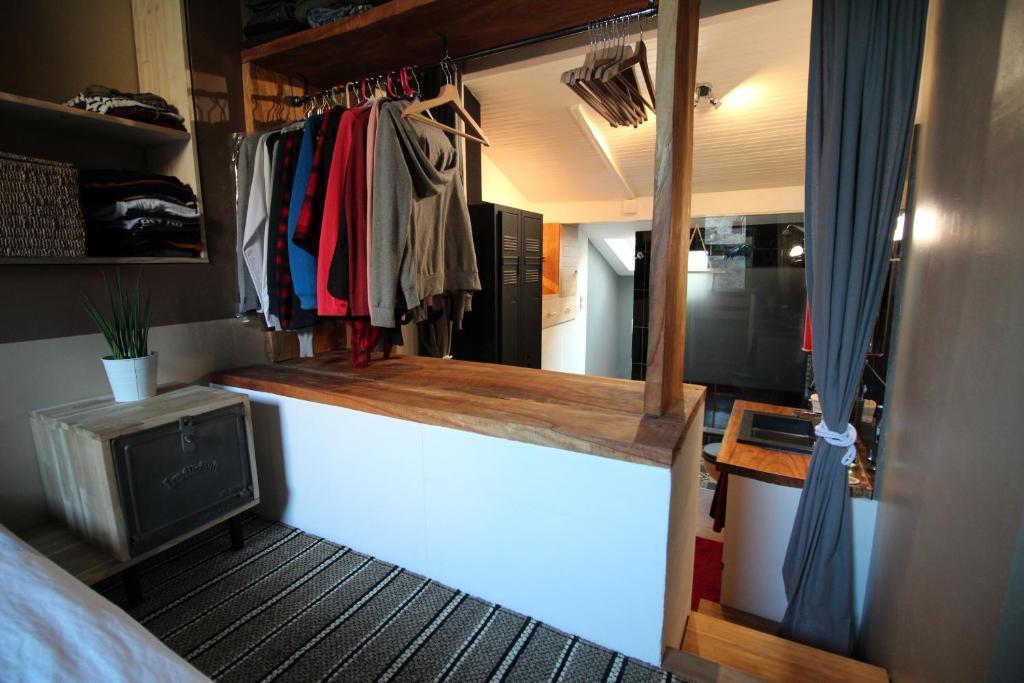 appartement maison atypique quartier saint michel france bordeaux. Black Bedroom Furniture Sets. Home Design Ideas