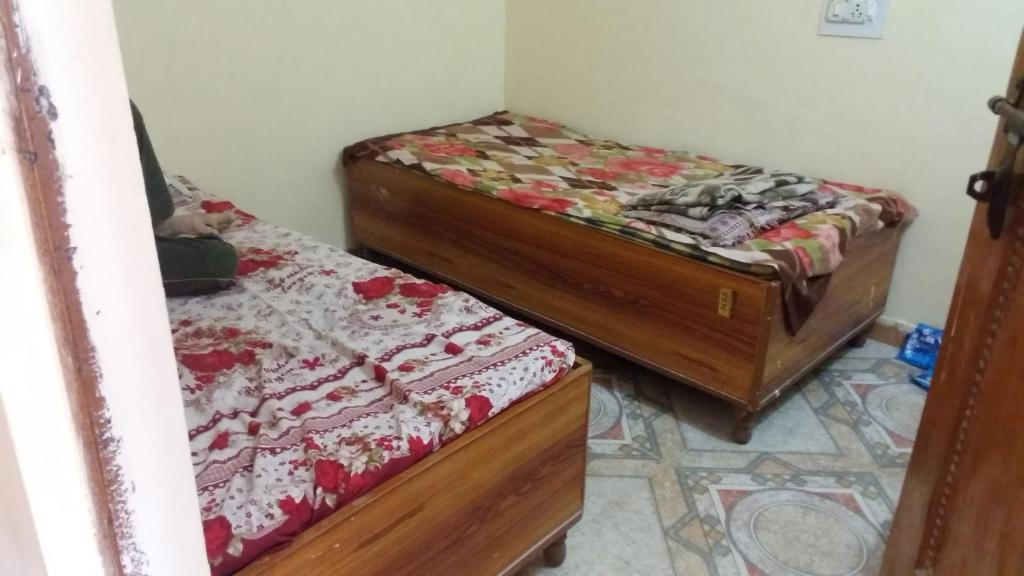 A bed or beds in a room at Vohra Hostel