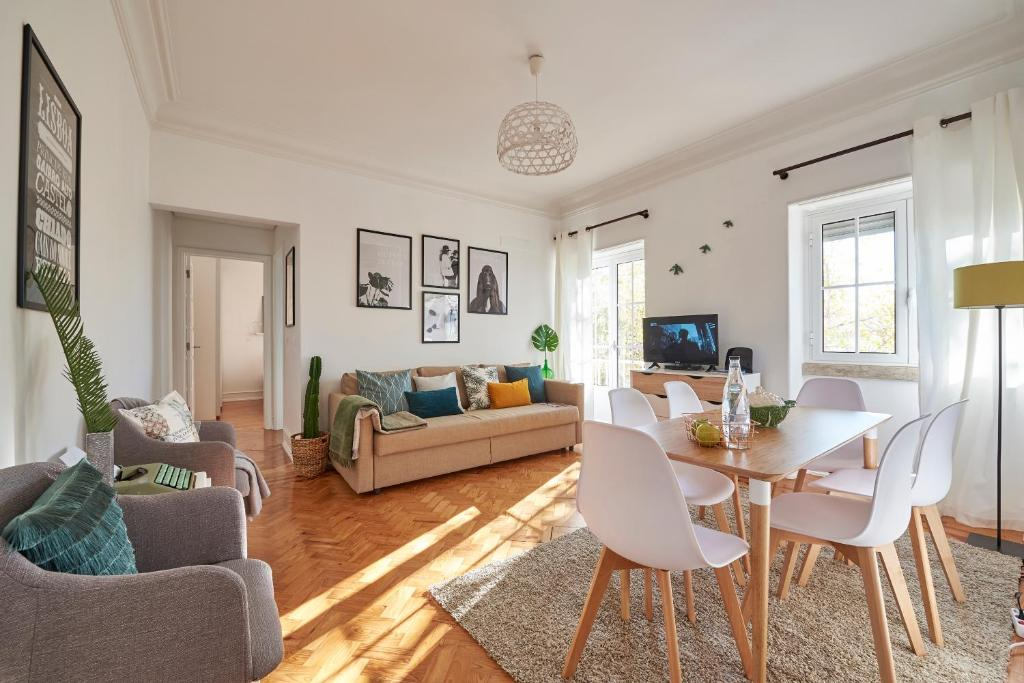 A seating area at Your Lisbon Apartment