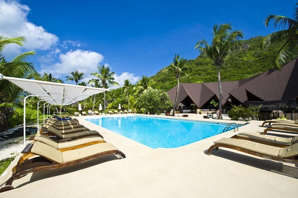 Удобства и услуги курортного отеля —New Emerald Cove Hotel - большой плавательный бассейн