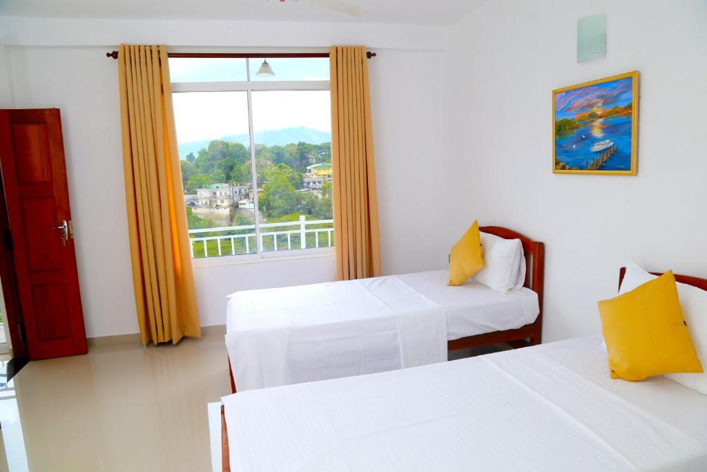 Finse Serene Woonkamer : Villa serene sri lanka kandy booking.com
