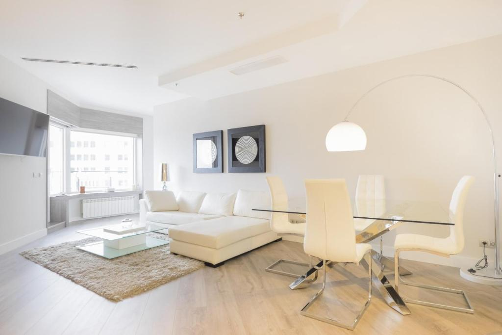 A seating area at Torre de Madrid Executive - MADFlats Collection