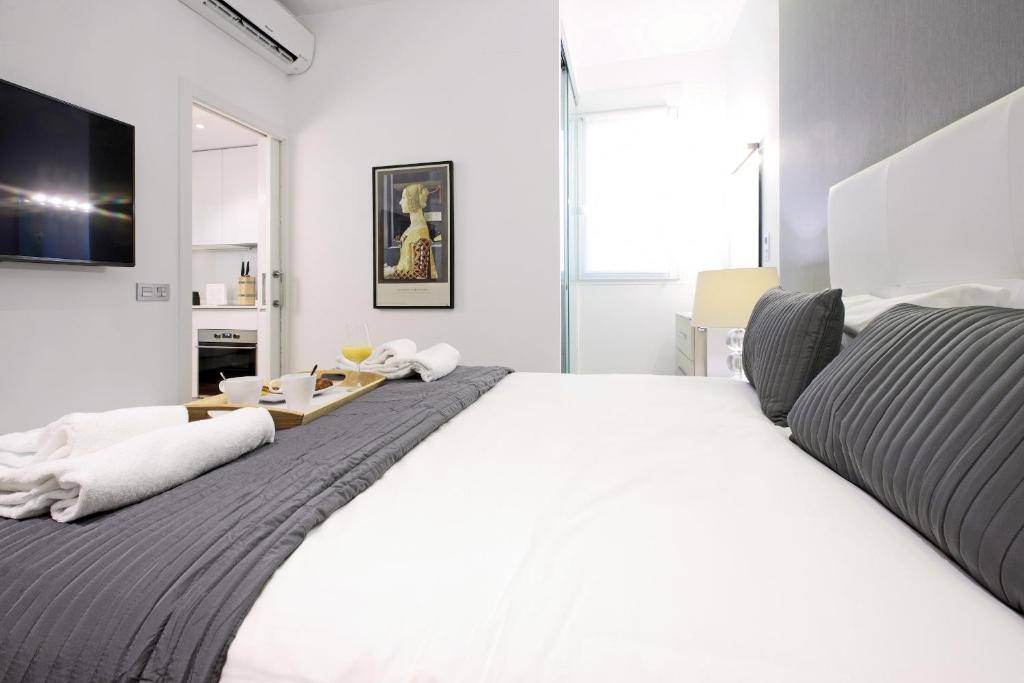 A bed or beds in a room at Latina Palace - MADFlats Collection