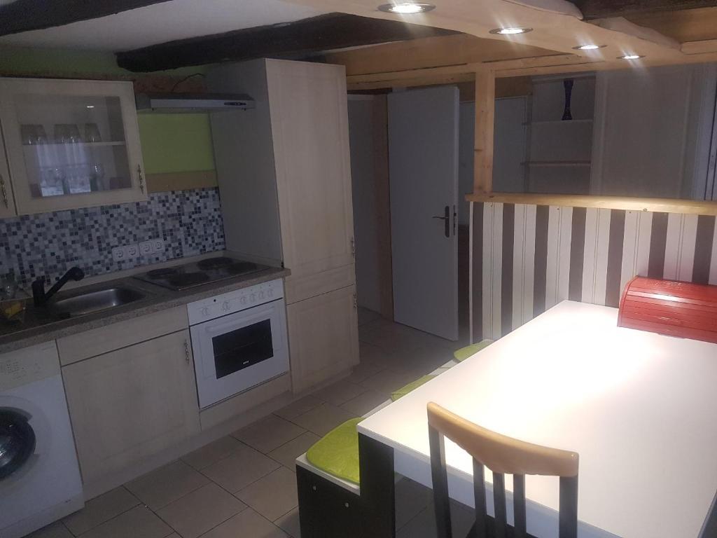 ferienhaus wohnen im kleinen fachwerk deutschland quedlinburg. Black Bedroom Furniture Sets. Home Design Ideas