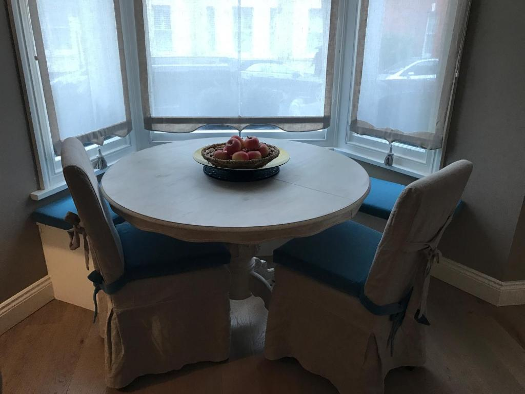 Hollywood St Elegant 2 Bedroom Apartment, London, UK - Booking.com