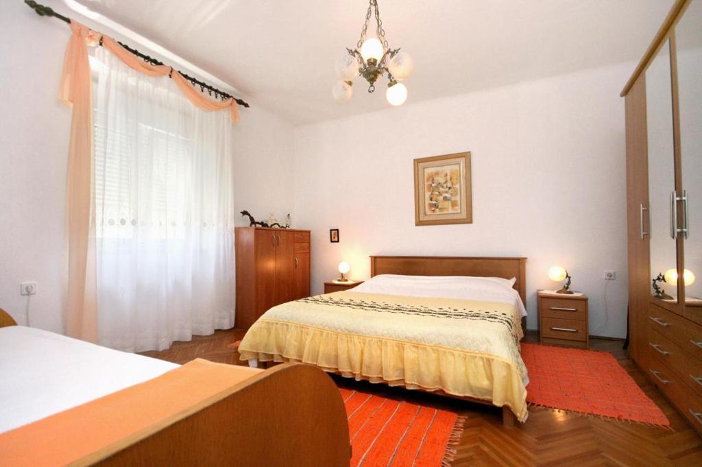 Postelja oz. postelje v sobi nastanitve Triple Room Pag 531d