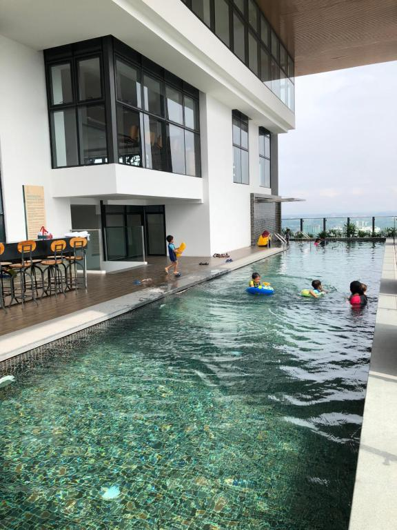 Johor bahru homestay guesthouse malaysia for Private swimming pool malaysia