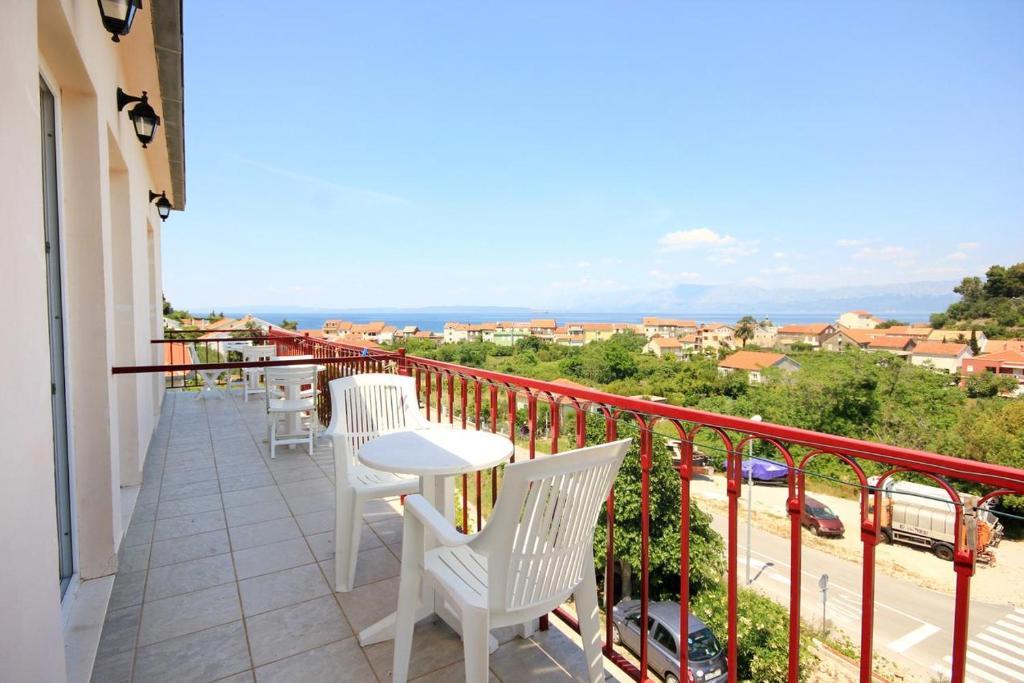 A balcony or terrace at Apartment Trpanj 10180c