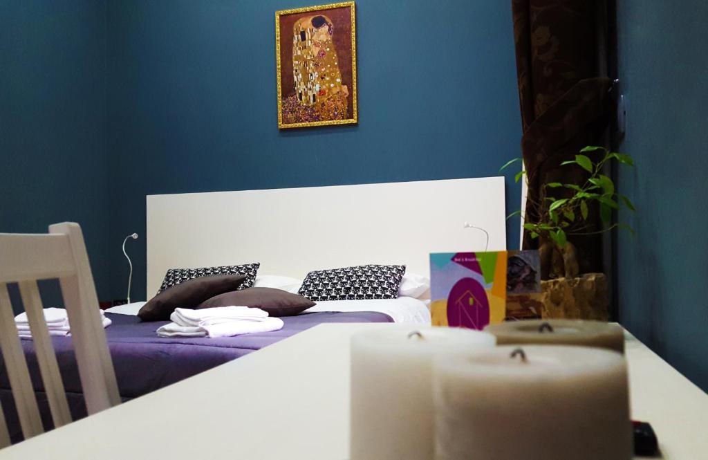 Cama o camas de una habitación en Holiday Naples Art Rooms