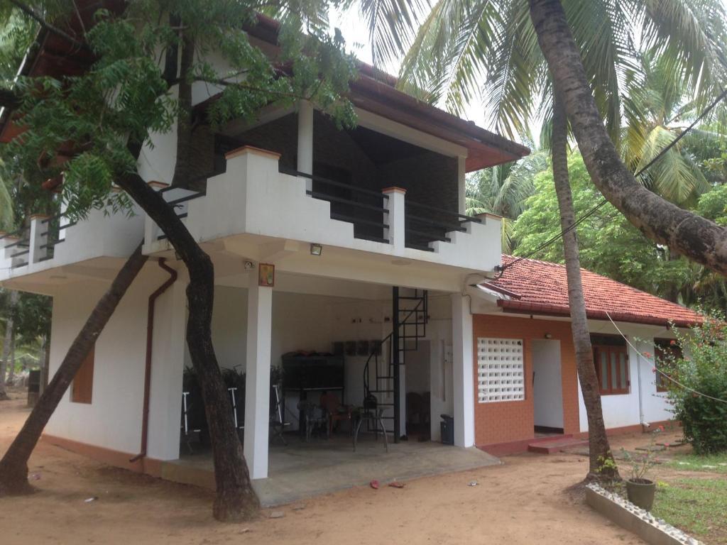 Adult Guide in Batticaloa