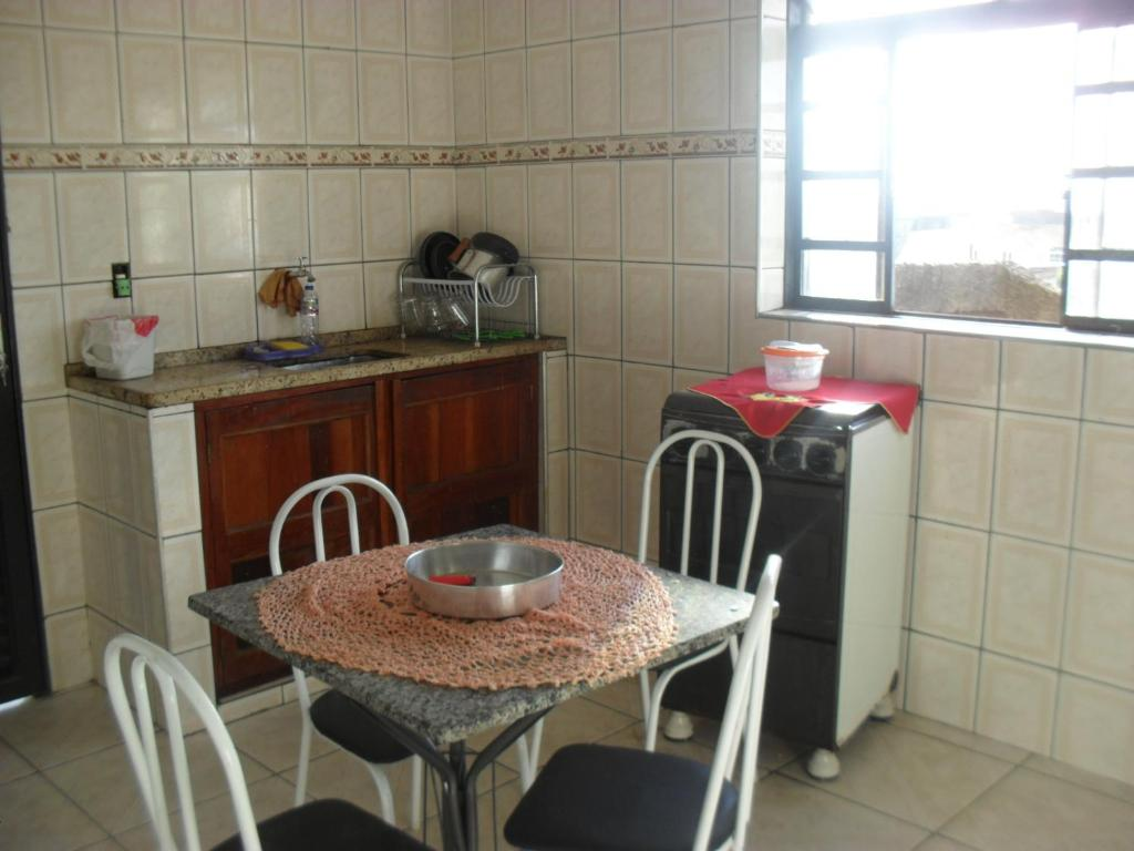 A kitchen or kitchenette at Casa São Tomé