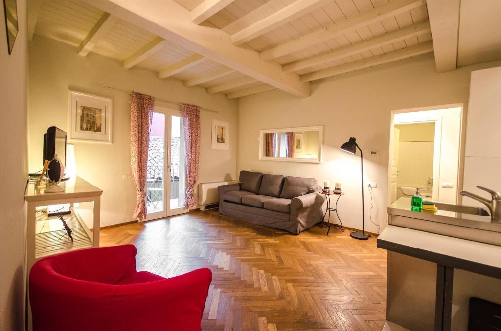 Area soggiorno di Azeglio apartment, a due passi da Piazza Maggiore