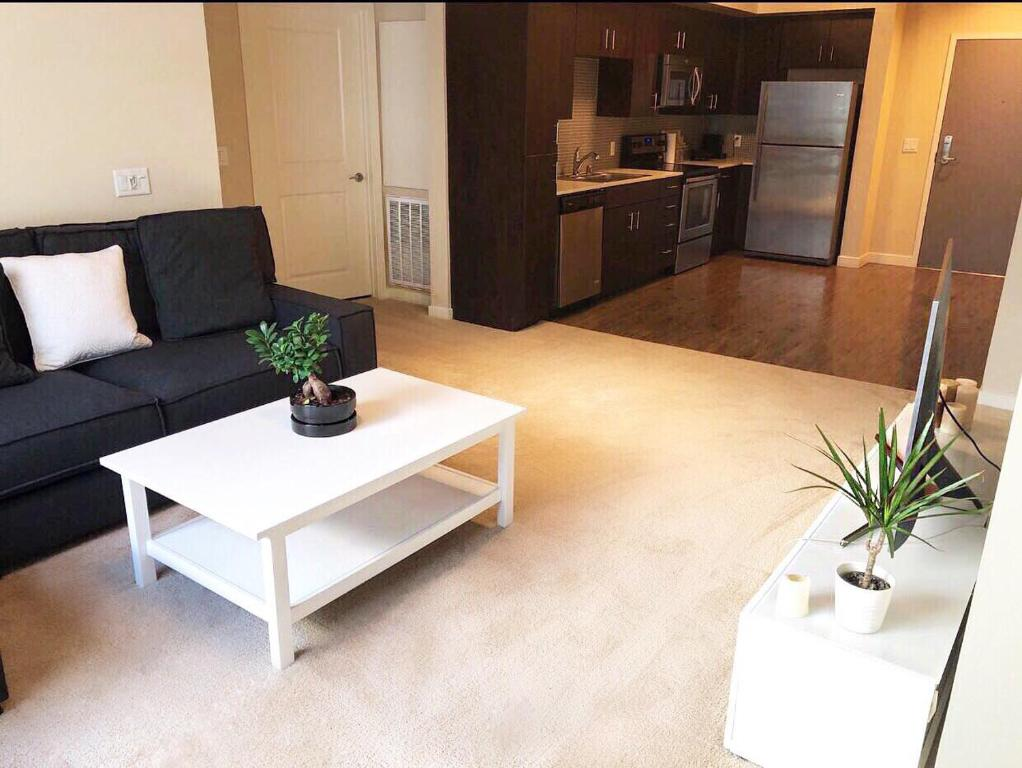 usa photo california rent open plan angeles room for apartment on studio stock broadway los hollywood rooms