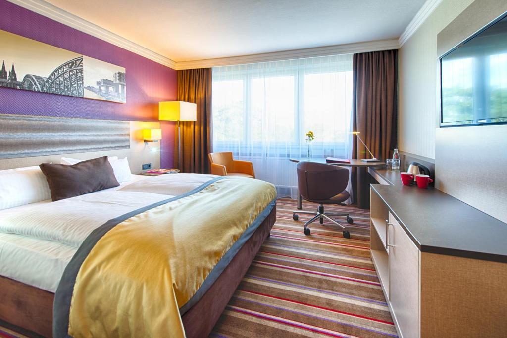 Сонник цветкова гостиницу во сне связывает с поездками и деловыми командировками.