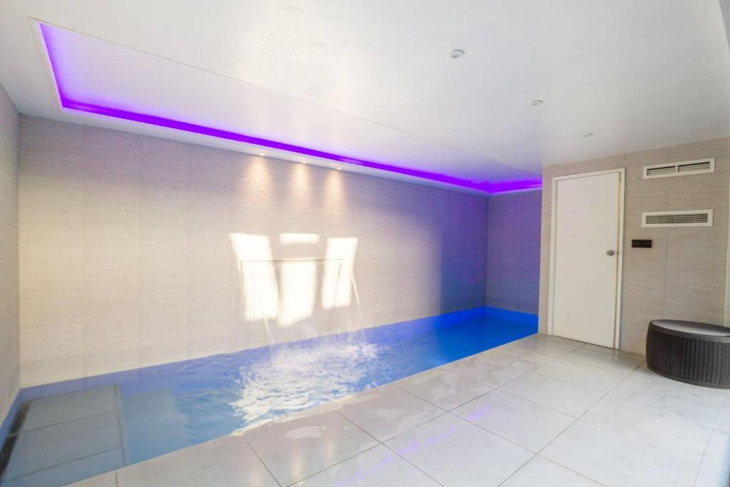 Vacation home luxury house with indoor pool in london uk - Holiday homes with indoor swimming pool ...