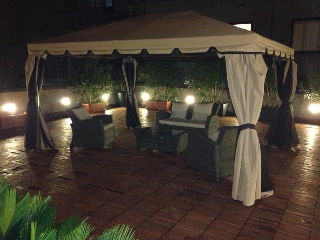 Bilocale con grande terrazzo Navigli, Milano – Prezzi aggiornati per ...