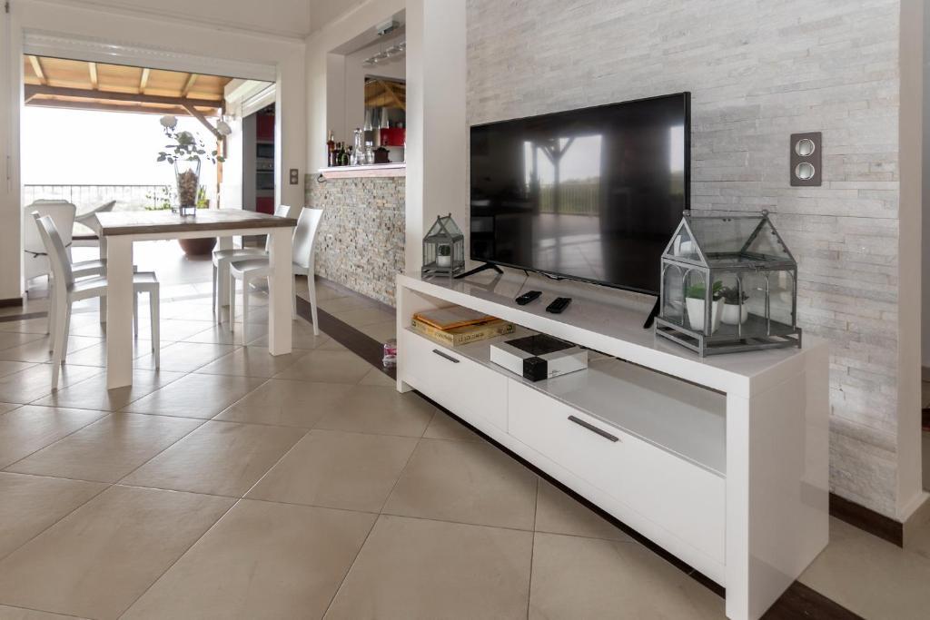 Superbe Villa Moderne de 320m2 (Guadeloupe Le Gosier) - Booking.com