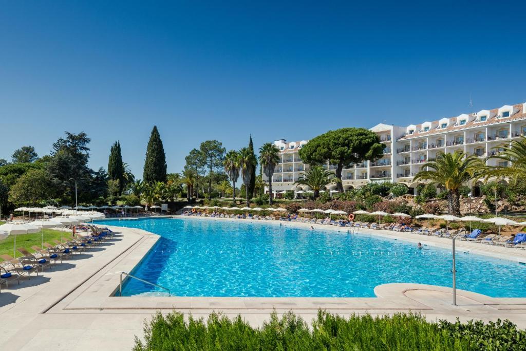 The swimming pool at or close to Penina Hotel & Golf Resort