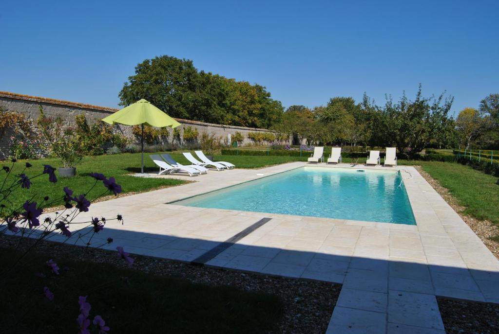 Bed And Breakfast Chateau La Touanne Heated Pool Baccon France