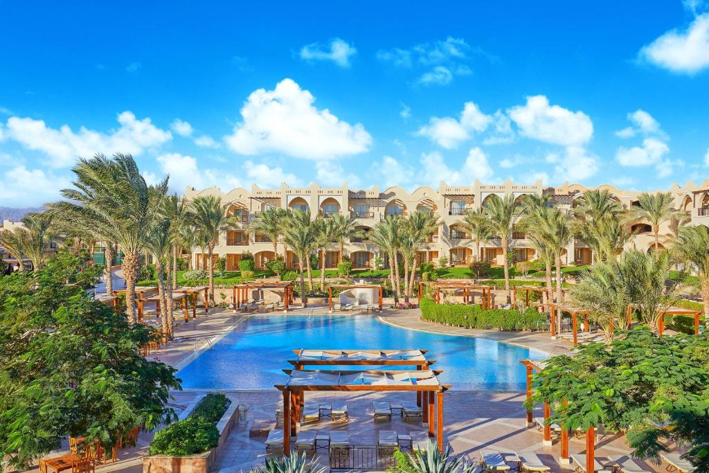 Uitzicht op het zwembad bij Jaz Makadi Star & Spa of in de buurt