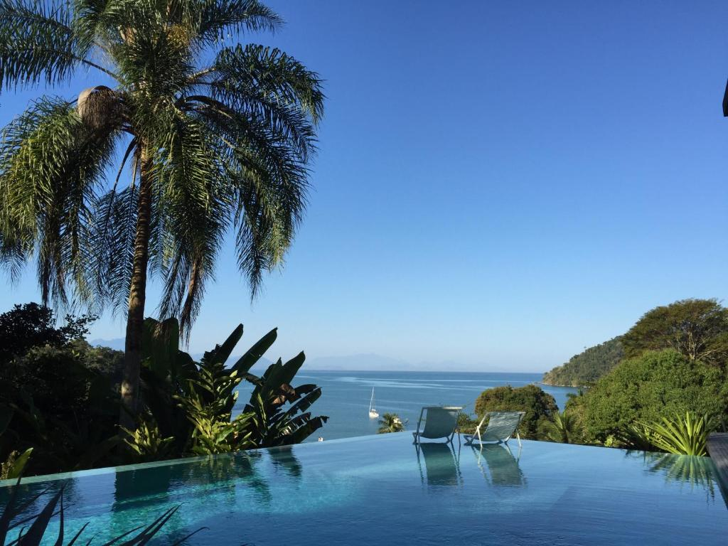The swimming pool at or close to Casa Mar Paraty