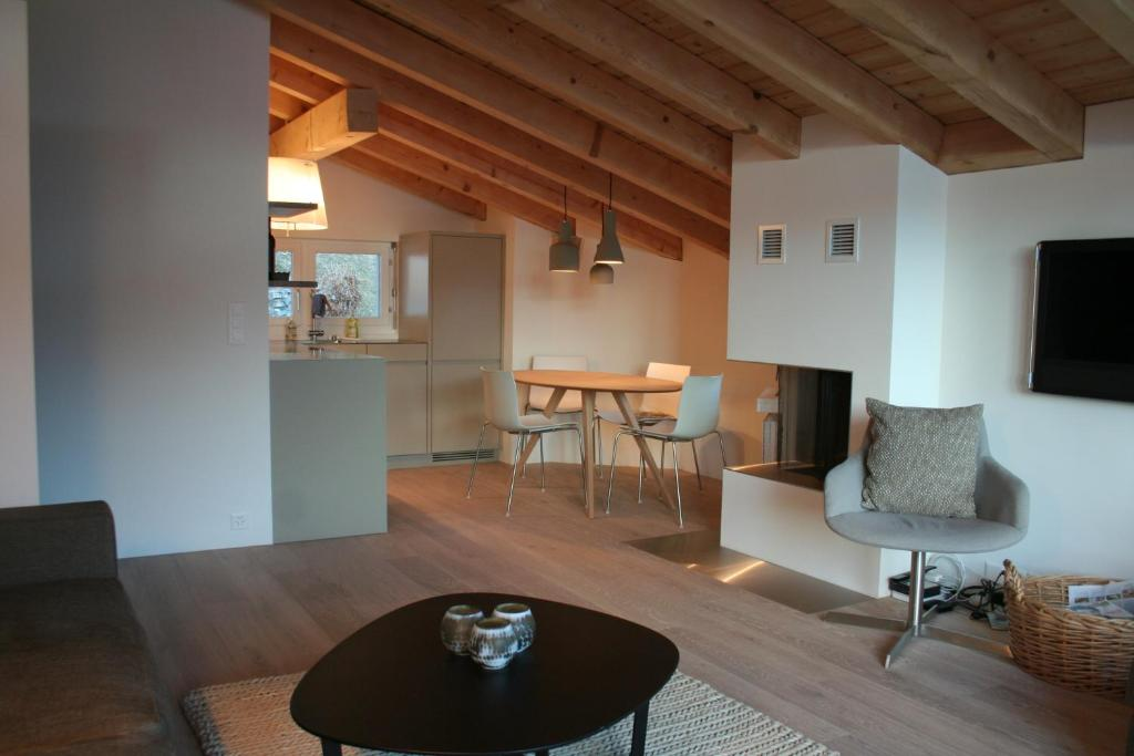 Cocoon - 3.5 Zimmer - Moderne Ferienwohnung beim Laaxersee, Laax ...