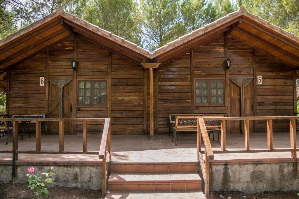 Cabañas Valle del Cabriel Reservar ahora. Imagen de la galería de este alojamiento Imagen de la galería de este alojamiento ...