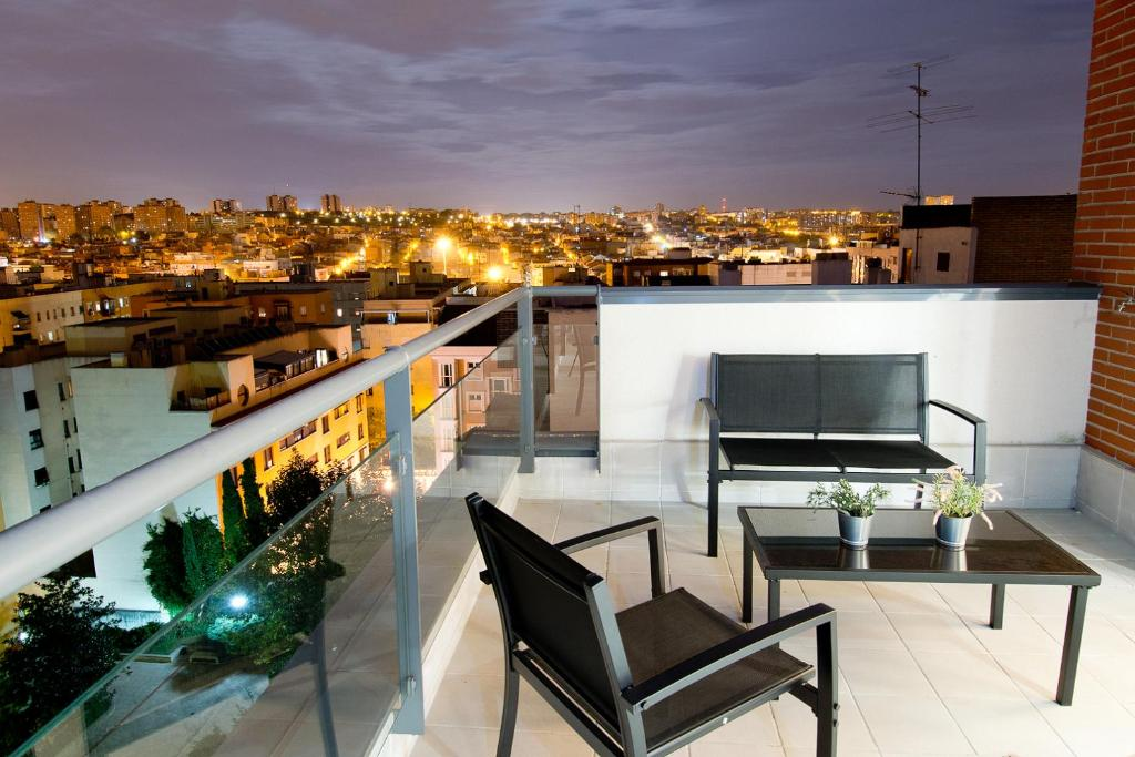 EXECUTIVE POOL APARTMENTS, Madrid, Spain - Booking.com