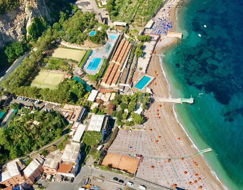 Residence le axidie vico equense italy for Hotel amati riccione prezzi